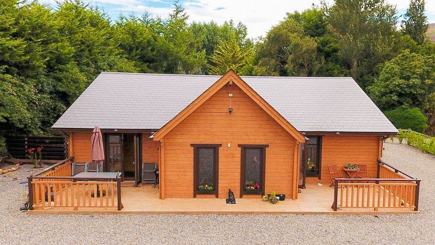 Three Bedroom Log Cabin Super Insulated Front